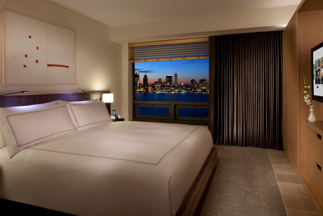 Conrad New York - riverview room (evening)