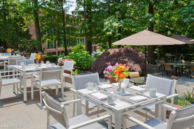 Harth Restaurant (outdoor patio area)
