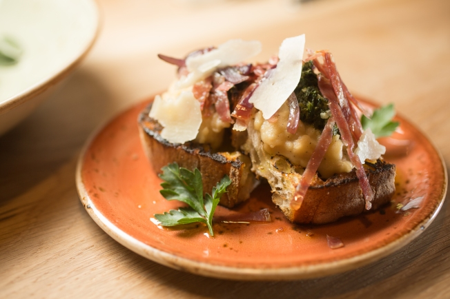 soppressata-and-white-bean-bruschetta-with-grilled-red-onion